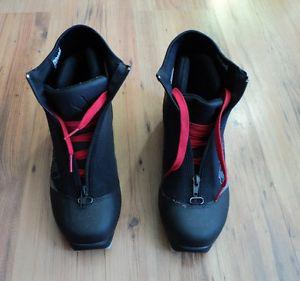 BOOTS CROSS COUNTRY SKIS