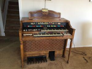 Beautiful Hammond Organ in excellent condition