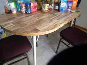Kitchen table with pull out leaf and Chairs