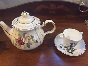 Tea cups and tea pot