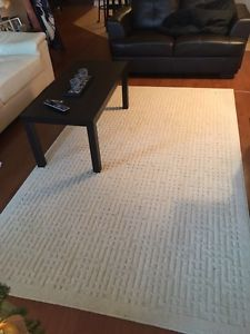 ALMOST NEW, CREAM COLOURED RUG, 8x5 ft
