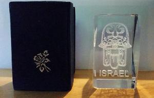 Crystal cube engraved with Israel/hamsa
