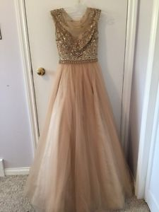 Wanted: Prom Dress / Grad Dress