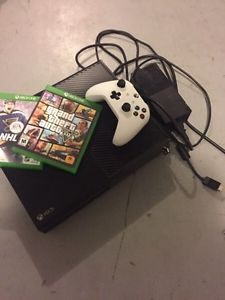 Xbox one with 2 controllers/games