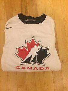 Hockey Canada Men's M long sleeve shirt