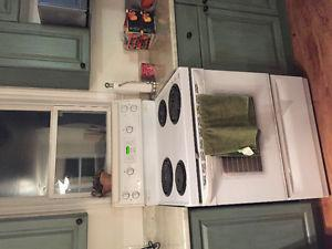 Oven with stove top, dishwasher