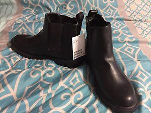 Size 38 (8) women's Chelsea boots. H&M
