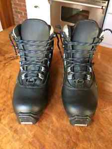 Woman's Cross Country Ski Boots - brand new