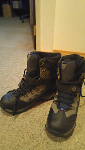 Brand new winter boots size 9