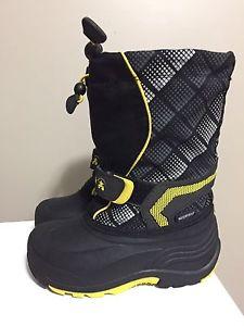 Kamik boys size 11 boots