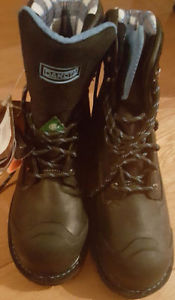 MOVING NEED GONE!BRAND NEW WOMAN STEEL TOE BOOTS SIZE 9