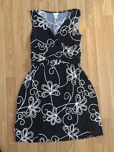 Women's black & white dress *size med,but can fit lg*