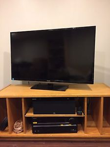 "36"" LED TV WITH wall mount"