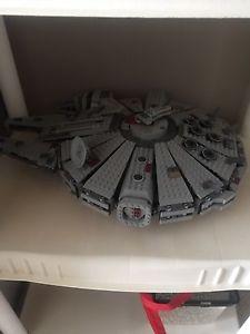 Lego Star Wars Millenium Falcon () -Retired set