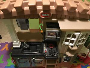 Little tikes kitche set and BBQ
