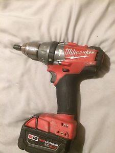 Milwaukee fuel 18 V hammer drill