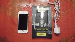 Selling an Iphone 5S. 16b, gold color. Phone is in excellent