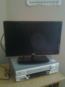 17 Inch Flat Screen RCA T.V. works perfect 30 bucks firm