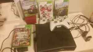 2 Xbox 360 avec 3 manette et 8 jeu