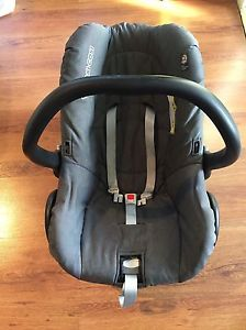 Baby car seat with accessories