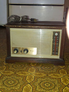 best offer i have a old westinghouse tube radio dont work