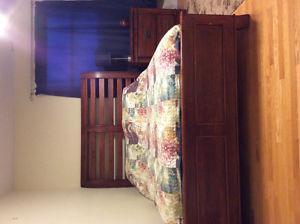 5 piece queen size wooden bedroom set
