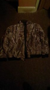 like new condition REMMINGTON realtree hardwoods jacket L@@K