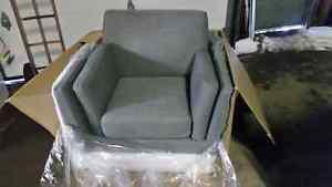 New arm chair in box Good deal