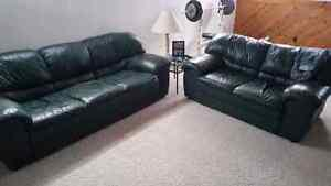2 couches - $250