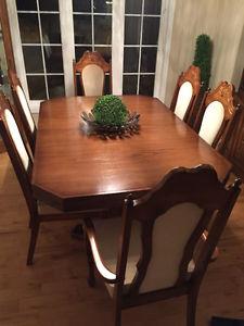 Gorgeous Solid Oak Dining Room Set
