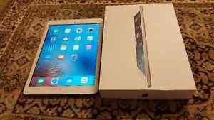 """IPAD AIR 16GB 9.7"""" SILVER wifi LIKE BRAND NEW with Griffin"""