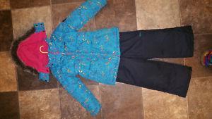Oshkosh like new condition snow suit 5T