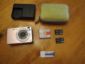 Perfect Condition Sony Cyber-Shot Digital Camera w/
