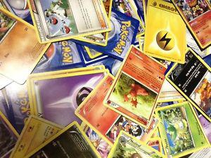 Wanted: 300 Pokemon cards+tin
