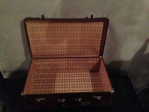 Wanted: Brown vintage suitcase