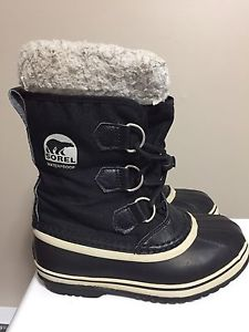 Sorel youth size 2 winter boots
