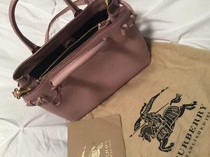 Brand New Burberry Handbag for sale!!