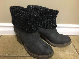 Ladies boots - size 7