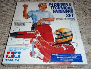 Tamiya 1/20 F1 Driver and Technical Engineer set