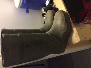 Dunlop steel toe rubber boot