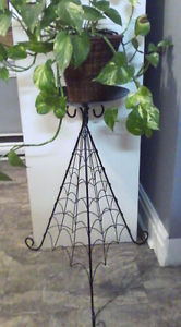 METAL PLANT STAND OR CANDLE HOLDER
