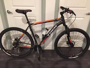 """Trek Marlin 5 Mountain bike 23"""" frame, 26"""" wheel"""