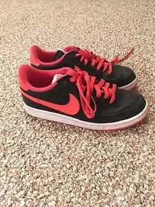 Women's Size 9 Nike casual shoes