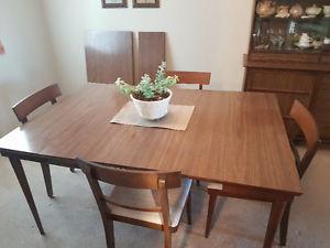 Dining / Kitchen table & Chairs