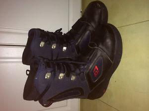 Like new Élan leather snowboard boots size 12 mens.