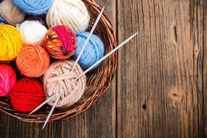 SEEKING/LOOKING for knitting gear