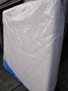King Serta iComfort Memory Foam Mattress Set //
