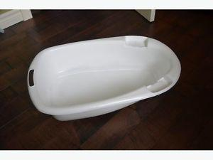 2 white baby bathtub. Basic ones. $5 each. Airdrie