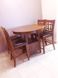 Beautiful 5 piece Solid wood dining set for sale
