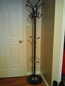 Metal stand coat rack in excellent condition
